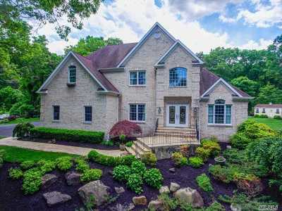 Smithtown Single Family Home For Sale: 28 Lone Oak Path