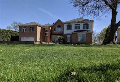 Merrick Single Family Home For Sale: 2739 Merrick Ave