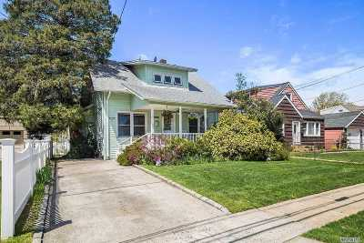Lynbrook Single Family Home For Sale: 115 Chestnut St