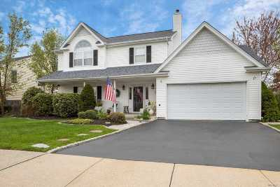 East Islip Single Family Home For Sale: 11 Belcul Ct