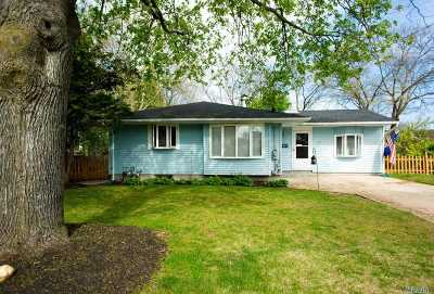 Selden Single Family Home For Sale: 21 Choate Ave