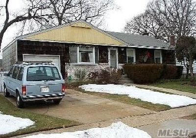 Farmingdale Single Family Home For Sale: 6 Paula Dr