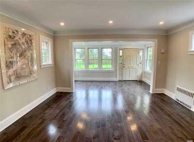 Garden City Single Family Home For Sale: 65 Roxbury Rd
