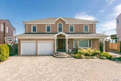 Merrick Single Family Home For Sale: 3087 Shore Dr