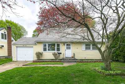 Hicksville Single Family Home For Sale: 39 Boblee Ln