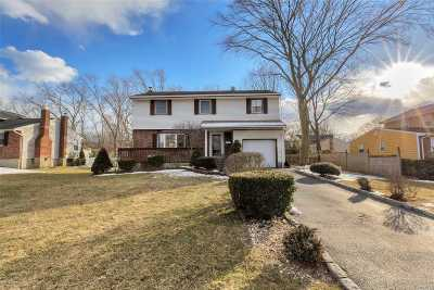 East Islip Single Family Home For Sale: 182 Country Village Ln