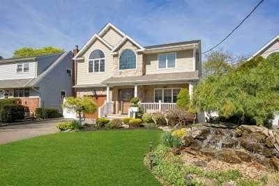 Farmingdale Single Family Home For Sale: 12 Duane St