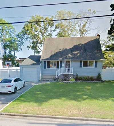 West Islip Single Family Home For Sale: 64 Kobb Blvd
