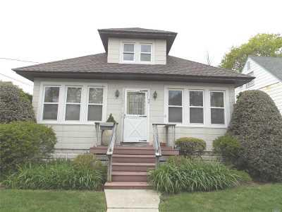 Merrick Single Family Home For Sale: 1771 Princeton Pl