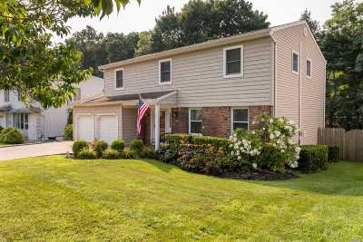 Syosset Single Family Home For Sale: 22 Barry Ln