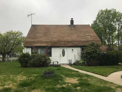 Levittown Single Family Home For Sale: 100 Barnyard Ln