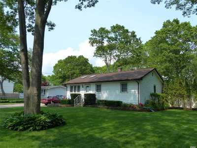 Shirley Single Family Home For Sale: 90 Maple Ave