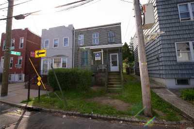 Astoria, Long Island City, Sunnyside, Woodside, Jackson Heights, Middle Village, Maspeth, Glendale, Ridgewood Single Family Home For Sale: 66-02 58th Ave