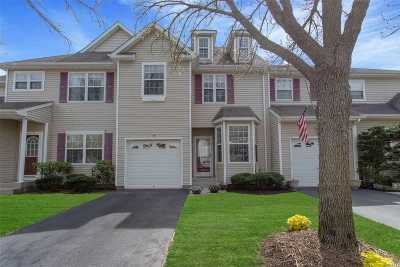 Nesconset Condo/Townhouse For Sale: 54 Avery Ct