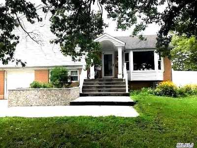 Hewlett Single Family Home For Sale: 61 Quay Ave