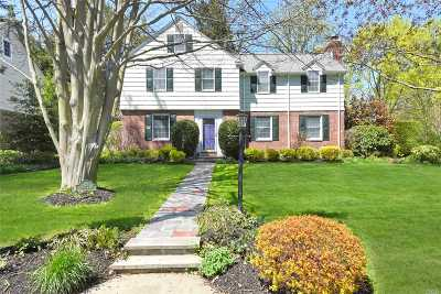 Port Washington Single Family Home For Sale: 124 Luquer Rd