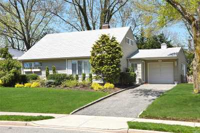 Port Washington Single Family Home For Sale: 17 Wakefield Ave