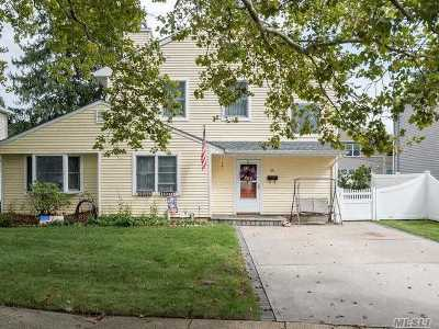 Syosset Single Family Home For Sale: 14 Arbor Rd