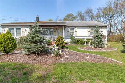 Copiague Single Family Home For Sale: 1883 N Strongs Rd