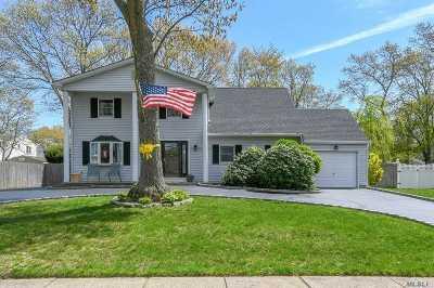 Holbrook Single Family Home For Sale: 15 Ballad Cir