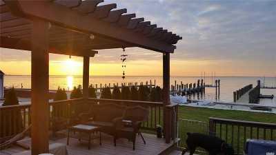 Lindenhurst Single Family Home For Sale: 73 E Beach Promenade