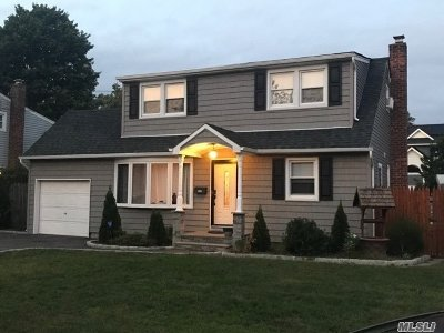 Lindenhurst NY Single Family Home For Sale: $399,000
