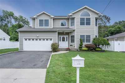 Massapequa Single Family Home For Sale: 239 N Poplar St