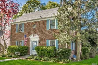 Manhasset Single Family Home For Sale: 28 Highmeadow Rd