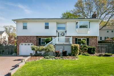 Bethpage Single Family Home For Sale: 1 Castaldi Ct