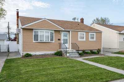 Freeport Single Family Home For Sale: 74 Howard Ave
