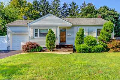 Plainview Single Family Home For Sale: 3 Wensley Rd