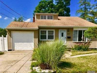 N. Massapequa Single Family Home For Sale: 205a N Wisconsin Ave