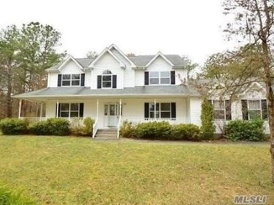 Manorville Single Family Home For Sale: 8 Moran Ct