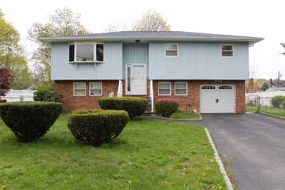 West Islip Single Family Home For Sale: 8 Daniel Ct