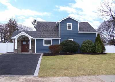 Hicksville Single Family Home For Sale: 2 Meeting Ln