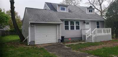 Central Islip Single Family Home For Sale: 499 Smith St