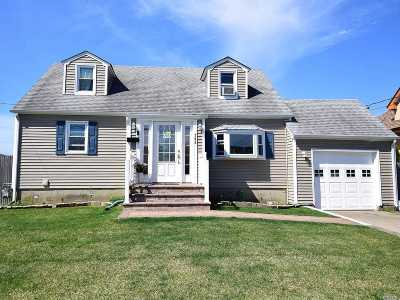 Lindenhurst Single Family Home For Sale: 743 S Broadway