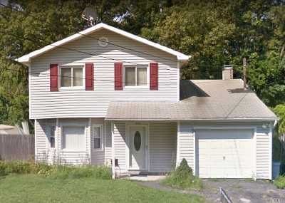 Mastic Single Family Home For Sale: 138 Montgomery Ave