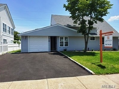 Hicksville Single Family Home For Sale: 43 Bamboo Ln