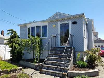Lindenhurst Single Family Home For Sale: 11 W Kissimee Rd