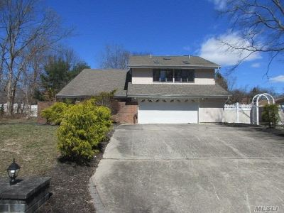 Farmingville Single Family Home For Sale: 7 Fleetwood Dr