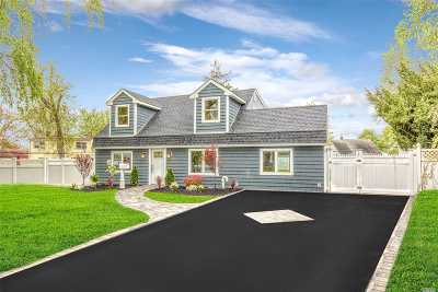 Levittown Single Family Home For Sale: 38 Rock Ln