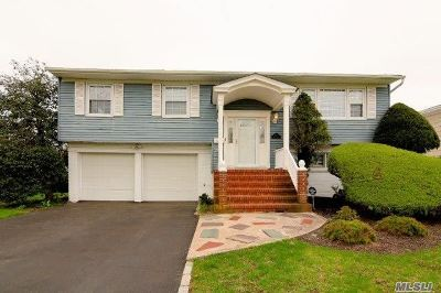 Sayville Single Family Home For Sale: 127 Sunset Dr