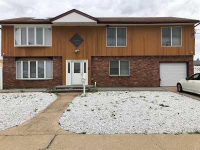 Lindenhurst Multi Family Home For Sale: 696 S 9 St