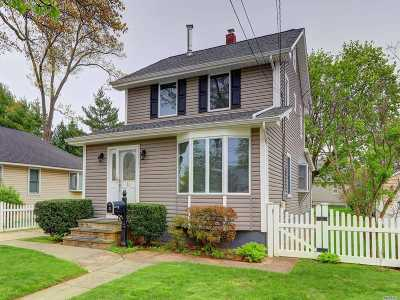 Bellmore Single Family Home For Sale: 11 Marlboro Pl