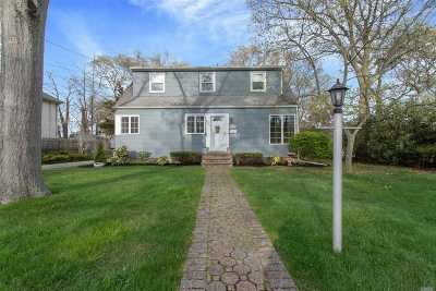 East Islip Single Family Home For Sale: 17 Pequot Ln