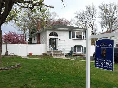 Oakdale Single Family Home For Sale: 147 Connetquot Rd