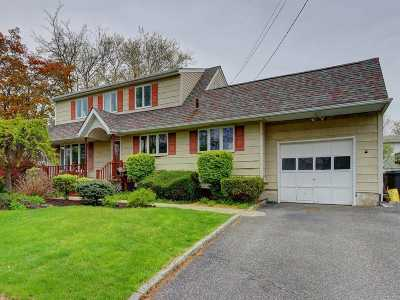 West Islip Single Family Home For Sale: 55 S Burling Ln