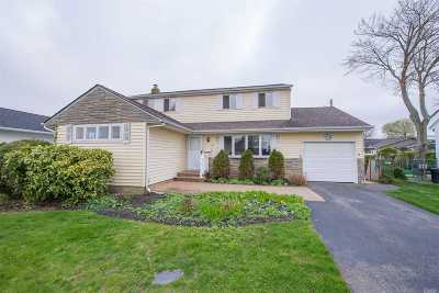 Bethpage Single Family Home For Sale: 54 Devon Rd