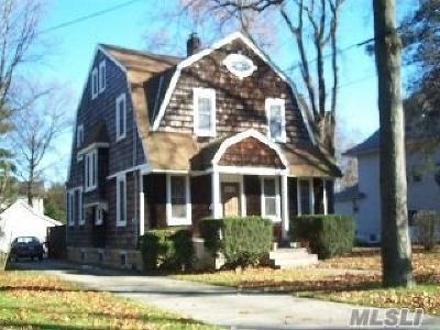 Freeport Single Family Home For Sale: 162 N Long Beach Ave